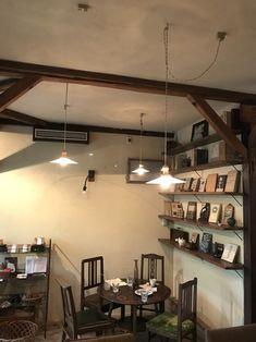 目指すはカフェより「喫茶店」。大人のノスタルジー香るお部屋作り*5つのコツ | キナリノ Japanese Interior, Cozy Cottage, Track Lighting, Ceiling Lights, Interiors, Home Decor, Decoration Home, Room Decor, Japanese Interior Design