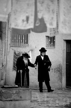 Jesus helping an old Rabi at Temple...Ya'll.