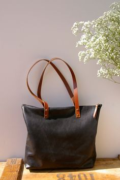 Black Leather bag with zip. Handmade. Zipped. by BlowawishBags, €87.00