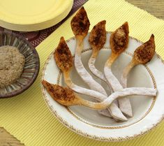 Create these Lion Tail Breadsticks for your Lion King baby shower at Disney Baby. Your guests will love munching on this cute Lion King treat. Lion Party, Lion King Party, Lion King Birthday, Jungle Party, Jungle Theme, Savory Snacks, Yummy Snacks, Lion Cupcakes, King Food