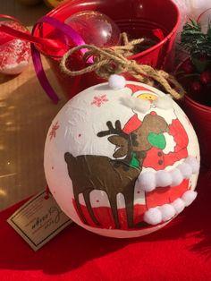 Customized Christmas accessories Christmas Decoration Items, Christmas Items, Christmas Bulbs, Holiday Decor, Crea Design, Handmade Design, Christmas Accessories, Happy Holidays, Interior Architecture