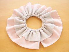 フリルスタイの作り方~3タイプアレンジ~: うろこのあれこれハンドメイド Ruffle Diaper Covers, Handmade Baby, Baby Bibs, No Frills, Pattern, How To Make, Sewing, Gift, Fashion
