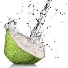 Kokoswasser - sehr erfrischend, ein guter Durstlöscher und zeichnet sich durch zahlreiche andere Vorteile aus, welche die Gesundheit fördern.