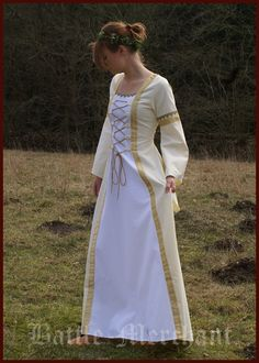 Medieval wedding dress cream yellow / white Renaissance Wedding Dresses, Medieval Wedding, Viking Garb, Cream, Yellow, Image, Fashion, Moda, Custard