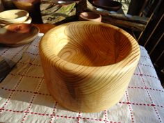 Large hand turned pine bowl Lathe, Serving Bowls, Pine, Mystery, Tableware, Pine Tree, Dinnerware, Computer Case, Lathe Chuck