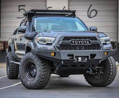 Everything Toyota's: Featuring 👉🏻 ___________________________ . Toyota Tacoma Lifted, Toyota 4x4, Toyota Trucks, Toyota Hilux, Lifted Ford, Tacoma Truck, Jeep Truck, Carros Toyota, Tacoma Accessories