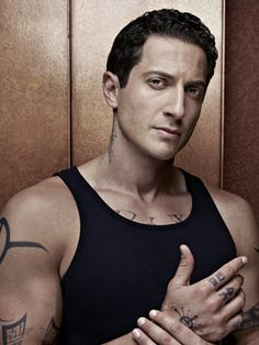 Sasha Roiz as Captain Sean Renard, Nick's superior officer. He is half human and half Hexenbiest.