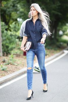 I love this look. It looks elegant yet casual. Lately, I have been liking the  double denim trend more, especially if it is done well. I love that she paired jeans with high heels too.