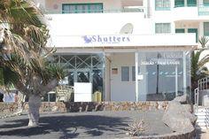 Shutters on the Beach Costa Teguise Lanzarote, Costa Teguise - 44 Fotos - Número de Teléfono y Restaurante Opiniones - TripAdvisor On The Beach, Lanzarote Costa Teguise, Real Coffee, Shutters, Trip Advisor, Buffet, Outdoor Decor, Home, Restaurants