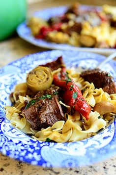 Pioneer Woman- Italian Pot Roast w/artichoke hearts, roasted red peppers and sun-dried tomatoes Italian Pot Roast, Italian Beef, Italian Style, Cooker Recipes, Crockpot Recipes, Crockpot Dishes, Beef Chuck Roast, Roast Beef, Roast Recipes