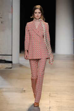 In zwei Teilen – So aufregend kann Anzug sein: Ein perfektes Doppel spielen die Modemacher mit Hosenanzügen. Die schönsten Runwaylooks und den Trend zum Nachshoppen gibt es hier.