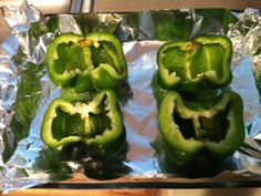 Stuffed peppers (V, GF) Tomato Sauce Recipe, Meals For The Week, Entrees, Dinners, Gluten Free, Stuffed Peppers, Vegan, Vegetables, Holiday