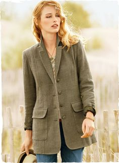 Exuding traditional menswear quality, our heritage jacket will earn its way into your heart and wardrobe. Tailored in a homespun Italian tweed, the eased, 31'' silhouette features a notch collar and roomy flap pockets; cotton (80%), poly (17%) and spandex (3%).
