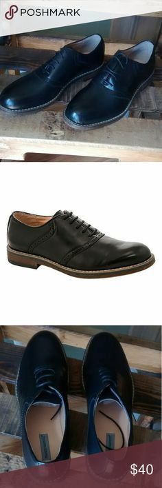 Frank Vanucci Mens Dress Shoes PRODUCT DESCRIPTION:  Add masculine sophistication to his footwear wardrobe with this handsome oxford, made with a sturdy sole and lace-up closure for enduring comfort.  Lace-up closure Man-made upper Leather lining Rubber sole Imported Shoes Oxfords & Derbys