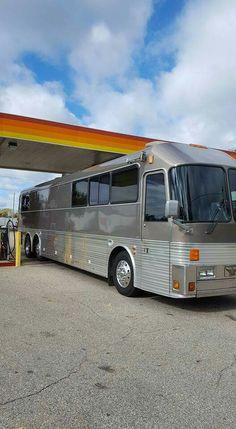 Bus Rv Conversion, Prevost Bus, Bus City, Luxury Bus, Buses For Sale, Bus House, Fun Travel, Chrysler 300, Rv Trailers