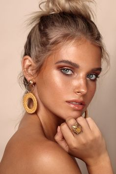 Beauty Photography by Kayleigh June. Makeup by Stella Tu. Model is Ebony Let Chadwick. Beauty Photography, Fashion Makeup Photography, Editorial Photography, Make Up Glow, Bronze Makeup Look, Goddess Makeup, Glowy Makeup, Freckles Makeup, Beach Eye Makeup