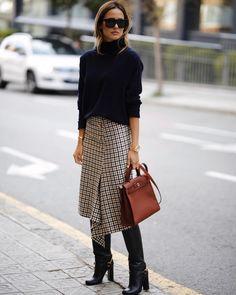 A Stylish Work-Ready Way to Wear a Plaid Midi Skirt Le Fashion: Eine stilvolle A Trajes Business Casual, Business Casual Outfits, Business Style, Instagram Outfits, Mode Outfits, Fashion Outfits, Fashion Trends, Fashion Ideas, Skirt Outfits