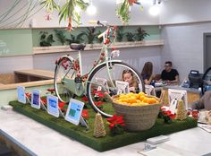Así luce hoy #Zummsalads con nuestra #decoración #navideña (y si supierais lo bien que huele...)
