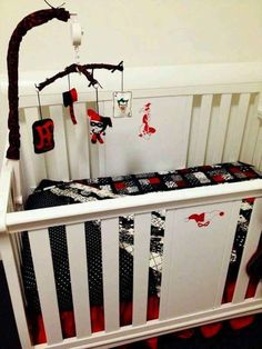 Joker and harley quinn inspired crib Joker Y Harley Quinn, Daddys Little Monster, Futur Parents, Harely Quinn, Nursery Themes, Themed Nursery, Future Baby, Future Daughter, Girl Nursery