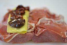 Lomo de cerdo relleno de jamón y queso | Paloma de la Rica Carne Asada, Pork Loin, Flan, Food And Drink, Cooking Recipes, Beef, Irene, Gastronomia, Recipes