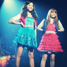 Zendaya Official Website   Hiya, it's me Zendaya! Check out the latest pics, news, bio, and all things swagtastic:).