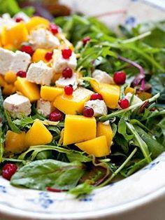 Opskrifter: Salater der hitter - også hos ungerne - Vores Børn - ALT.dk Easy Salad Recipes, Easy Salads, Raw Food Recipes, Healthy Recipes, Salad Menu, Salad Dishes, Crab Stuffed Avocado, Waldorf Salat, Cottage Cheese Salad