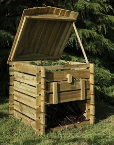lovely garden composter styled in 'bee hive' design from pallet wood
