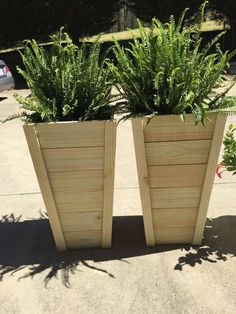 How To Build Your Own Tall Outdoor Planter Boxes - Planters - Ideas of Planters - I gotta admit that when we saw how awesome these tall planters turned out that I got weirdly possessive and didn't want to share the plans. Wooden Flower Boxes, Diy Flower Boxes, Outdoor Flower Boxes, Outdoor Box, Outdoor Decor, Tall Outdoor Planters, Tall Wooden Planters, Concrete Planters, Patio Planters