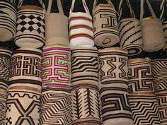 Variety of mochilas from Colombia Tapestry Bag, Tapestry Crochet, Tribal Patterns, Crochet Patterns, Mochila Crochet, Form Crochet, Indian Textiles, Crochet Magazine, Different Patterns