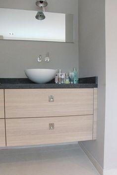 Close up badkamermeubel eiken fineer door Steigerhout & Zo vervaardigd