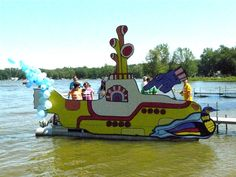 Family boat parade float on Loon Lake.