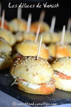 mini burger-apéritifs-thermomix-buffet-bouchées salées Empanadas, Tapas, Mini Bun, Mini Hamburgers, Thermomix Desserts, Salty Foods, Food Humor, Cooking Time, Finger Foods
