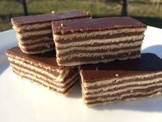 Croatian dessert in English: Here is how to make Madarica - a chocolate layered slice. Madarica is always a hit, especially with the kids. Banana Dessert, Dessert Bread, Hungarian Recipes, Russian Recipes, Russian Foods, Croation Recipes, How To Cook Brats, Chocolate Slice, Delicious Magazine