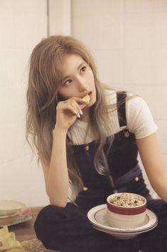 Twice Sana Fancy Nayeon, Kpop Girl Groups, Korean Girl Groups, Kpop Girls, Sana Cute, Twice Photoshoot, Twice Album, Sana Momo, Twice Korean