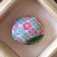 パステル紫陽花 帯留め Japanese Geisha, Japanese Kimono, Traditional Kimono, Kimono Fabric, Japanese Outfits, Polymer Clay Crafts, Yukata, Fabric Patterns, Cool Designs