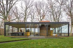 Impresionante casa de cristal The Glass House by Philip Johnson Philip Johnson Glass House, Johnson House, Modern Glass House, Modern House Design, Style At Home, Contemporary Architecture, Architecture Design, Farnsworth House, Famous Architects