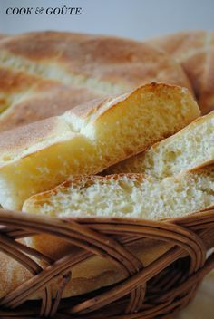 Pain marocain - Cook and Goûte Jewish Recipes, My Recipes, Cooking Recipes, Roti Canai Recipe, Ikea Kallax Hack, Chapati Recipes, Almond Cookies, Bread And Pastries, Middle Eastern Recipes