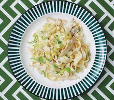 ?? creamy chicken vegetables tarragon herbs leek ? cooked in water white wine fresh egg pasta??