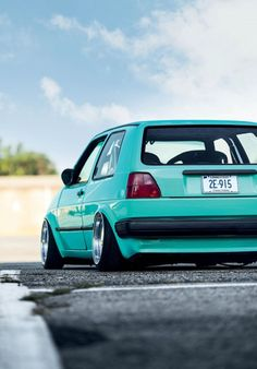 "VW Golf II tuning - VW Golf II 7.5x16"" Crenshaw Classic two-piece wheels with 165/40/16 Federals tyres, Air Lift Slam Series suspension, V1 management, Prothane suspension bushings, G60 11"" brakes with Euro-spec four to five bolt hubs, Adaptec 5x100 to 5x120 adapters, Mason Tech Great Plates, 3.5-degree rear camber shims"