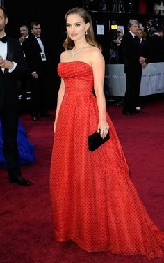 43 of Our Favorite Oscar Dresses of All Time: Nicole Kidman in Christian Dior Couture by John Galliano, 1997 : Cate Blanchett in custom Valentino, 2005 : Natalie Portman in vintage Christian Dior, Estilo Natalie Portman, Natalie Portman Style, Best Oscar Dresses, Vestidos Oscar, Oscar Verleihung, Diane Kruger, Vintage Gowns, Vintage Dior, Vintage Dress