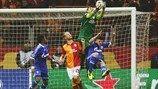 Galatasaray 1-1 Schalke   El portero del Galatasaray Fernando Muslera evita un remate de Klaas-Jan Huntelaar. [20.02.13]