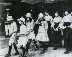 Gakushuin 学習院 girls from nobility in aircraft tour at the time - Tokyo, Japan - 1924 Source twitter.com/oldpicture1900