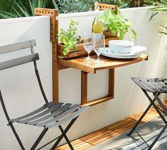 New Ideas small apartment patio decor tiny balcony chairs Small Balcony Decor, Small Balcony Design, Tiny Balcony, Small Terrace, Small Outdoor Spaces, Small Patio, Juliet Balcony, Condo Balcony, Garden Ideas For Small Spaces
