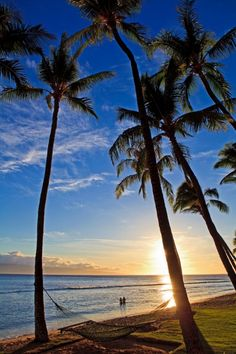 Pacific sunset at Kaanapali Beach on Maui in Hawaii ~ http://suitcasesandsunsets.com/maui-hawaii.html