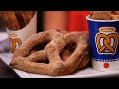 It'd be hard to imagine a pretzel lover who hasn't had a moment of weakness with one of Auntie Anne's soft baked pretzels. To learn how the eatery makes its . Baked Pretzels, Homemade Soft Pretzels, Pretzels Recipe, Aunt Annies Pretzel Recipe, Auntie Annes Pretzels, Yummy Treats, Yummy Food, Sweet Treats, Cheese Appetizers