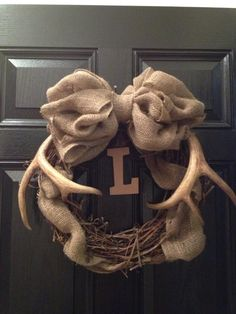 Love this idea! To celebrate my hubby and kiddos hunting season Love this idea! To celebrate my hubby and kiddos hunting season Antler Crafts, Burlap Crafts, Diy Wreath, Burlap Wreath, Wreath Ideas, Monogram Wreath, Wreath Making, Grapevine Wreath, Deer Decor