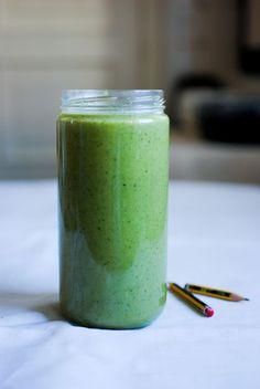 smoothie verde de abacaxi e kiwi