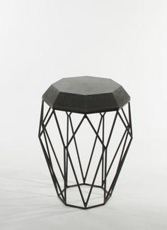 Beistelltisch HEXA | www.concrete-jungle.de   #beistelltisch #beton #betondesign #möbel #present #idee #black #grey #sidetable #handmade #handgemacht  #geometric