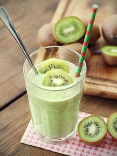 Try this Kiwi, Kale and Banana smoothie next time you're ready for a pick-me-up. Ingredients: 1 ripe banana, peeled 1 large orange, peeled and seedless 2 cups raw kale 2 kiwi, peeled 1 scoop … Continue reading → Tofu Smoothie, Smoothie Banane Kiwi, Smoothie Vert, High Protein Smoothies, Protein Smoothie Recipes, Yummy Smoothies, Smoothie Drinks, Tofu Protein, Smoothie Detox