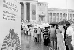 People stand in line waiting for their turn to view the treasures of King Tut, June 1977, at the Field Museum in Chicago.